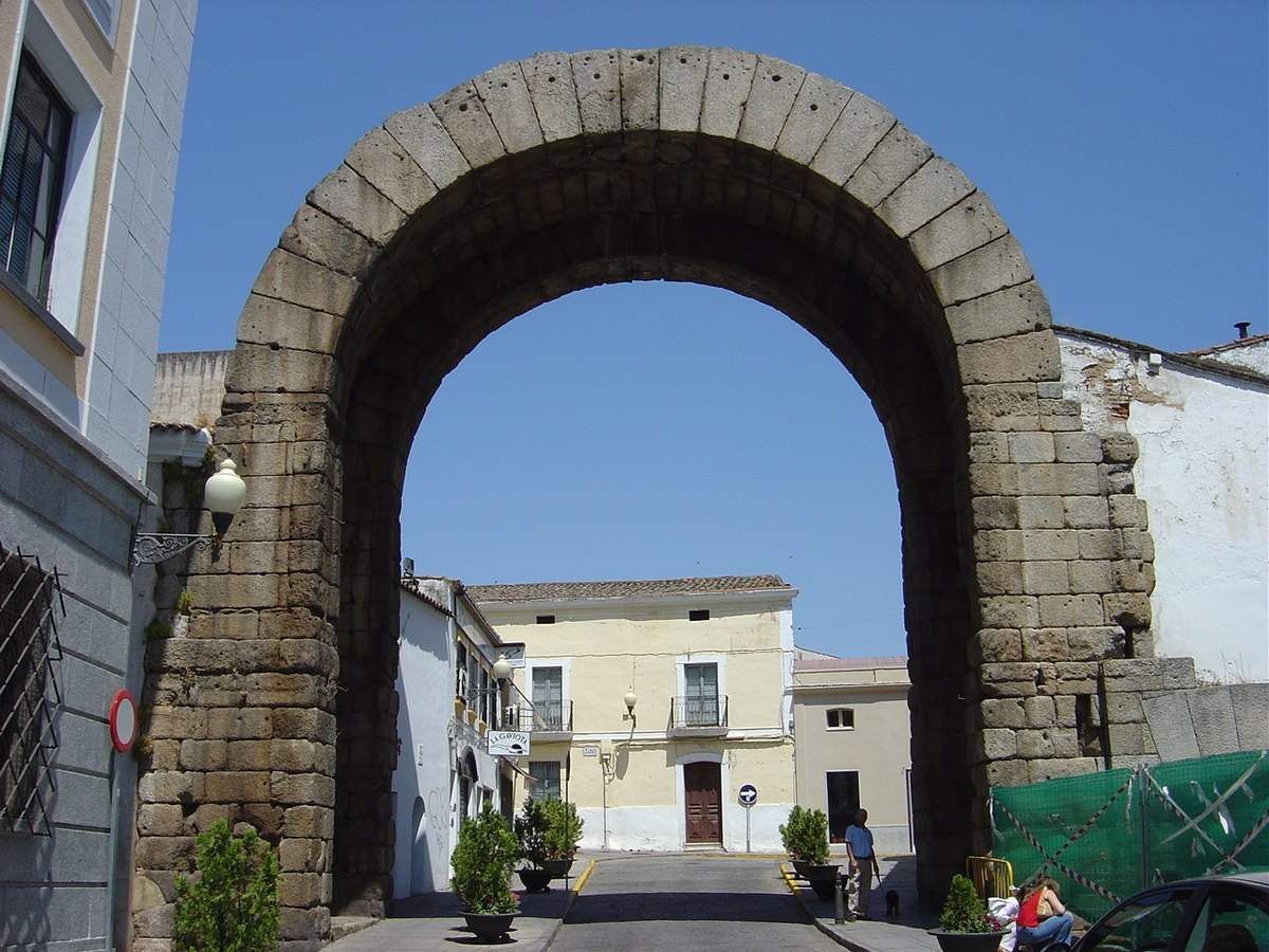 Visitas guiadas de Mérida de Leyenda. Arco Trajano